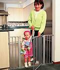 New KidCo Wood Center Gateway Baby Doorway Safety Gate