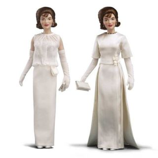 Franklin Mint Jackie Kennedy Vinyl Doll   Inaugurals Gown Set B11G410