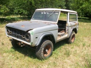 1971 Ford Bronco Parts Vehicle with 4 Speed Transmission as Is Read