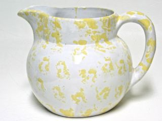 VINTAGE KENTUCKY CLAY BYBEE BB POTTERY PITCHER JUG YELLOW ON WHITE