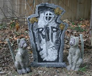 LED Lighted Mummy Cats with Large LED Tombstone Halloween Props