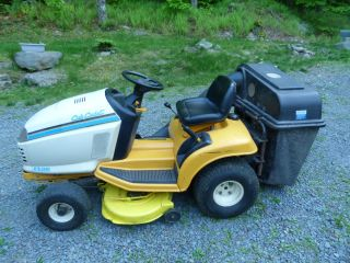 Cub Cadet 2140 Riding Mower w 38 inch Deck and bagger   308 hrs Works
