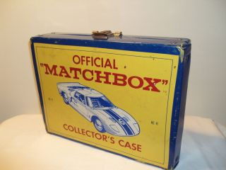 LESNEY MATCHBOX HUGE LOT OF 30 VINTAGE DIECAST CARS IN 1966 CARRY CASE