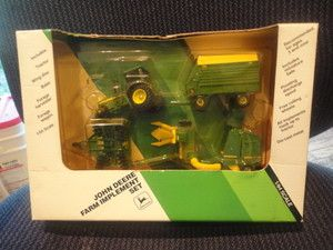 Ertl 1 64 Farm Toys John Deere Implement Set Mint in Package 5626