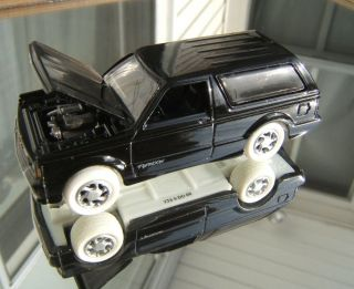 Johnny Lightning Black 1992 GMC Typhoon Blazer White Lightning