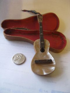 VINTAGE MINI GUITAR MINIATURE GUITAR WITH FELT LINED ORIG WOOD CASE 4