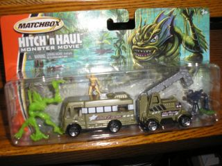 2005 Matchbox Hitch n Haul Monster Movie Play set Actors bus / RV and